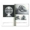 デザインとヴィジュアル・コミュニケーション[新装版]:右:正方形のしなやかな金属網を曲げて、あらかじめ決めていた点で留める。ブルーノ・ムナーリ『凹凸』1948年