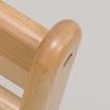 乳児椅子:背もたれ角部分の面取り加工を1点ずつ手作業で行っています。