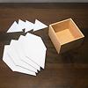 百町森ダイアモンド木箱:参考:パーツはこうなっています。左手前は段ボール、左奥はプラ板。それぞれ4枚をつなげます。