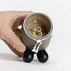 RM牧人(ランタン):金属製の香台を取り出して、そこにお香をセットします。