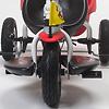 三輪車プレミアム ホワイト:付属のフットレストはペダルの上に乗せます。
