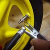 ラーニングバイクLR1LBr:チューブのバルブは通常の自転車と同じ英式バルブです。