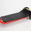 スクーター三輪 R1:滑り止め加工されたステップ