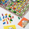 ねずみの競争:各プレーヤーは自分の色のカードを前に置き、捕まえたねずみやゴールさせたねずみをこの上に確保します。