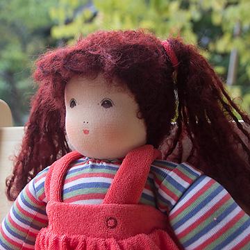ナンヒェン抱き人形女の子 赤 32cm