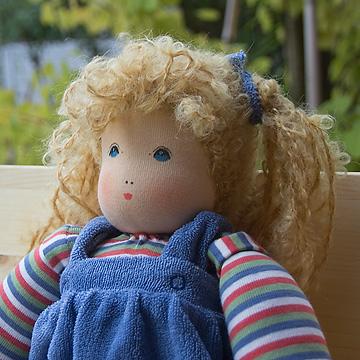 ナンヒェン抱き人形女の子 青 32cm