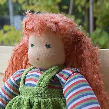 ナンヒェン抱き人形女の子 緑 32cm