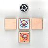どうぶつサッカー:駒は木製。さるだけは裏返すと親子ざるに進化します