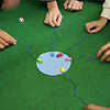 リトルゲーム・キャッチマウス:カンの中に、ねずみ、サイコロ、フェルトが一式入っている。