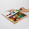 マグネットファミリー:ふたをあけると色板パーツが出てきて、取りながらそのままボードに貼り付けられます。