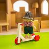 庭付き人形の家:リュルケ社のスクーターとAK社の人形(どちらも別売)