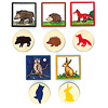 森の仲間さがし:森の動物は、ハリネズミ、ウサギ、イノシシ、フクロウ、キツネの5種類。分かりやすいように、カードの縁取りの色で、木製タイルの動物が塗られています。
